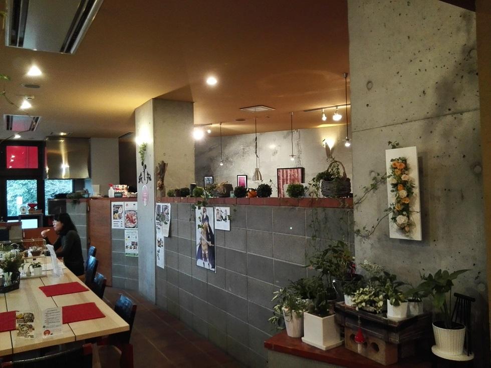 Hotel芙蓉倶楽部 カフェ左側テーブル席