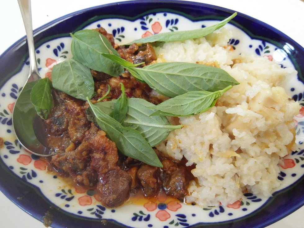 シーフード炊き込みご飯と砂肝の辛味炒めセット