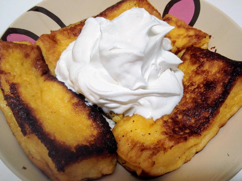 フレンチトースト ホイップクリームを添えて
