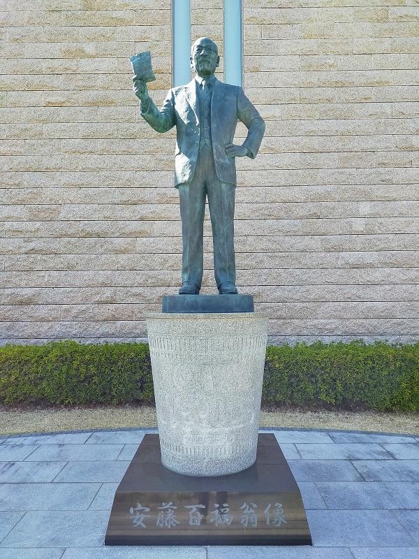 安藤百福翁像