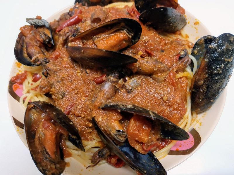 ムール貝とホタルイカのトマトパスタ