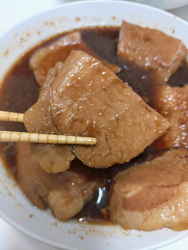 煮豚(一切れアップ)
